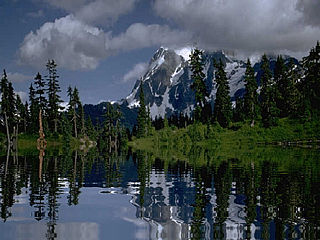 download Beautiful Mountain Lake Screensaver