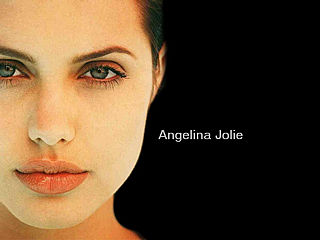 download Angelina Jolie Screensaver