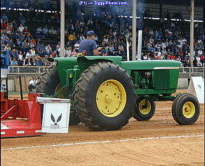 download Tractor Pull Screensaver
